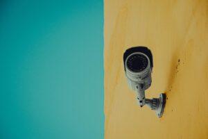 Telecamere di videosorveglianza abusive, spetta il risarcimento?